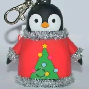 BATH BODY WORKS PENGUIN SWEATER hand sanitizer cas